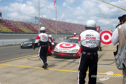 Pitstop for Casey Mears