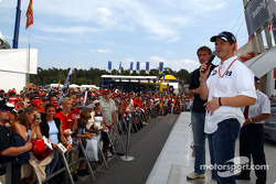 Ralf Schumacher visits Williams-BMW merchandising stand