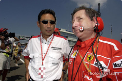 Hiroshi Yasukawa with Jean Todt on the starting grid