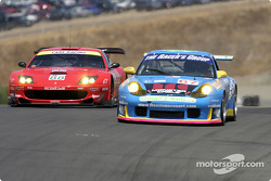 #67 The Racer's Group Porsche 911 GT3RS: Michael Schrom, Pierre Ehret and #88 Prodrive Ferrari 550 Maranello: Tomas Enge, Peter Kox