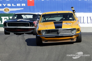 #15 1970 Boss 302 Mustang signals he has a problem