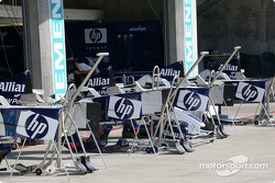 Williams-BMW pit area