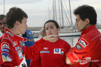 Gilles Panizzi discusses with engineers Émilie Le Fur and Michel Nandan