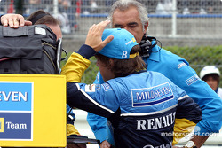 Fernando Alonso and Flavio Briatore on the starting grid