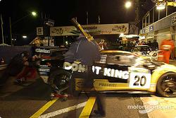 #20 Mark Coffey Racing Lamborghini Diablo GTR Coupe: Paul Stokell, Allan Simonsen, Luke Youlden, Peter Hackett in the pit