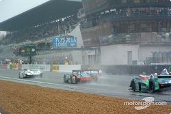 Start: #5 Audi Sport Japan Team Goh Audi R8: Tom Kristensen, Seiji Ara takes the lead