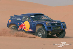 Jutta Kleinschmidt and Fabrizia Pons test the Volkswagen Race-Touareg