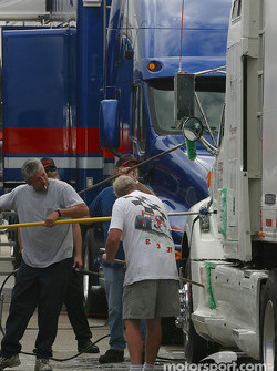 Mo Nunn Racing crew wash transporter