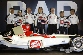 Ken Hashimoto, Anthony Davidson, David Richards, Jenson Button, Geoff Willis, Takuma Sato and Takeo Kiuchi with the new BAR 006