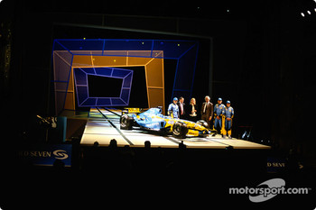 Jarno Trulli, Patrick Faure, Flavio Briatore, Franck Montagny and Fernando Alonso with the new Renault R24