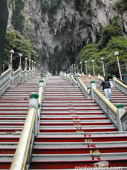 Batu caves: 272 steps up
