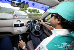 Sauber Petronas drivers visit Kuala Lumpur: Felipe Massa and Giancarlo Fisichella test drive the new Proton Gen.2 Team cars