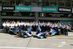 Family picture for Giancarlo Fisichella, Felipe Massa and team Sauber