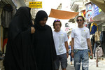 Renault drivers visit Bahrain: Fernando Alonso and Franck Montagny
