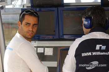 Juan Pablo Montoya at Williams-BMW pitwall