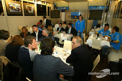 Renault F1 team dinner with Jarno Trulli's dad Enzo: Fernando Alonso arrives