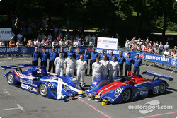 Team photo: Intersport Racing Lola Judd with team and drivers Clint Field, Rick Sutherland, William Binnie, Jon Field, Duncan Dayton, Larry Connor
