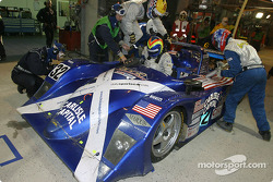 Pitstop for #32 Intersport Racing Lola Judd: Clint Field, William Binnie, Rick Sutherland