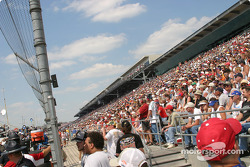 Fans watch pitstop action