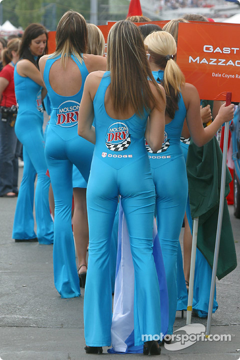 Molson Dry girl wait for drivers presentation