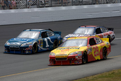 Kevin Harvick, Richard Childress Racing Chevrolet, Jamie McMurray, Earnhardt Ganassi Racing Chevrolet, Dale Earnhardt Jr., Hendrick Motorsports Chevrolet
