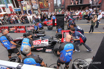 Party on John Street: pit stop competition