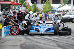 Pit stop for Paul Tracy, KV Racing Technology