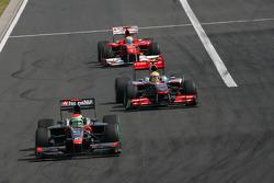 Sakon Yamamoto, Hispania Racing F1 Team leads Lewis Hamilton, McLaren Mercedes