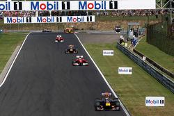 Sebastian Vettel, Red Bull Racing leads Fernando Alonso, Scuderia Ferrari
