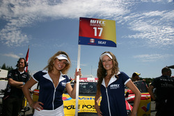 Grid girls of Michel Nykjer Sunred Engineering Seat Leon 2.0 TDI