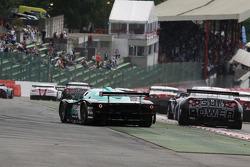 Start: #1 Vitaphone Racing Team Maserati MC12: Michael Bartels, Andrea Bertolini goes wide
