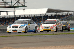 Andy Neate leads Gordon Shedden and Phil Glew