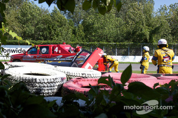 #77 Doran Racing Ford Dallara: Mark Patterson, Dion von Moltke crashes in the tire wall
