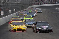 Clint Bowyer, Richard Childress Racing Chevrolet and Juan Pablo Montoya, Earnhardt Ganassi Racing Chevrolet