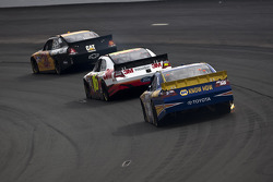 Jeff Burton, Richard Childress Racing Chevrolet, Greg Biffle, Roush Fenway Racing Ford, Martin Truex Jr., Michael Waltrip Racing Toyota