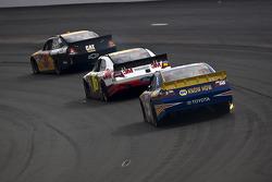 Jeff Burton, Richard Childress Racing Chevrolet, Greg Biffle, Roush Fenway Racing Ford, Martin Truex Jr., Michael Waltrip Racing Toyota