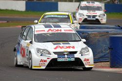 Tom Chilton leads Steven Kane and Tom Onslow-Cole