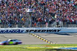 Greg Biffle, Roush Fenway Racing Ford takes the checkered flag