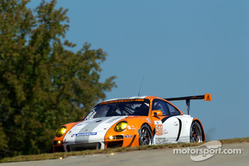#911 Porsche Motorsports North America Porsche 911 GT3R Hybrid: Timo Bernhard, Romain Dumas, Mike Rockenfeller