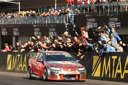 Craig Lowndes and Mark Skaife take out an historic Bathurst win for TeamVodafone