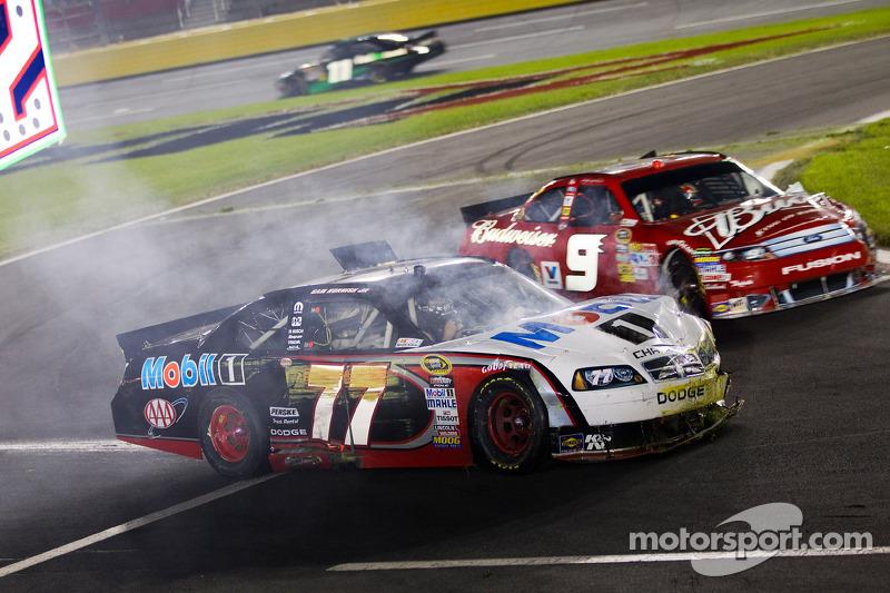 Sam Hornish Jr., Penske Racing Dodge and Kasey Kahne, Richard Petty Motorsports Ford crash