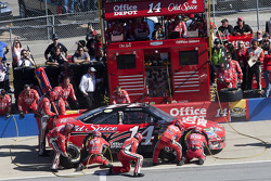 Pit stop for Tony Stewart, Stewart-Haas Racing Chevrolet