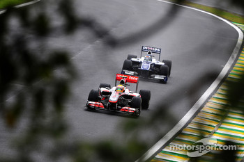 Lewis Hamilton, McLaren Mercedes leads Rubens Barrichello, Williams F1 Team