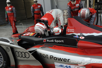 Pit stop for #8 Audi Sport Team Joest Audi R15 TDI: Rinaldo Capello, Romain Dumas