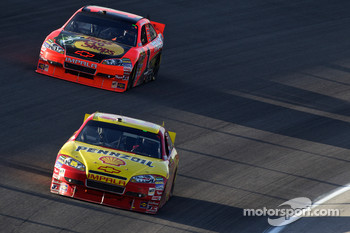 Kevin Harvick, Richard Childress Racing Chevrolet and Jamie McMurray, Earnhardt Ganassi Racing Chevrolet