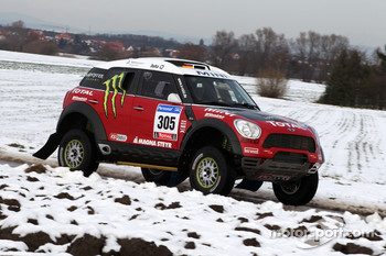 Team X-raid: Guerlain Chicherit and Michel Périn test the Mini All4 Racing