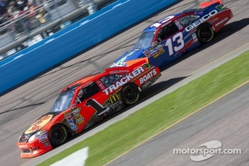 Jamie McMurray, Earnhardt Ganassi Racing Chevrolet and Casey Mears, Germain Racing Toyota