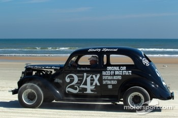 Living legends of auto racing beach parade