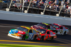Kyle Busch, Joe Gibbs Racing Toyota, Jamie McMurray, Earnhardt Ganassi Racing Chevrolet, Jeff Gordon, Hendrick Motorsports Chevrolet, Trevor Bayne, Wood Brothers Racing Ford