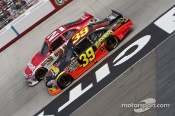 Ryan Newman, Stewart-Haas Racing Chevrolet and Trevor Bayne, Wood Brothers Racing Ford